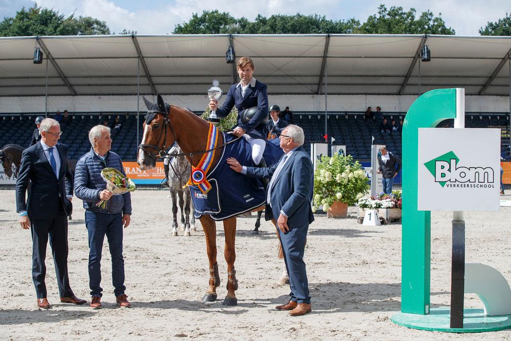 Zelfgefokte Ferdinand v. Viceroy T x Voltaire x Le Mexico Nederlands Kampioen 7 jarige springpaarden 2017